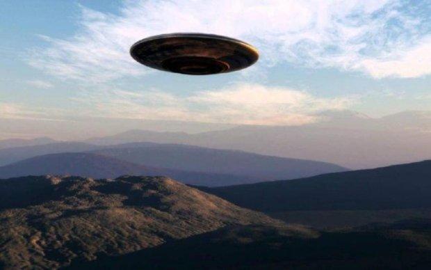 Больше нет смысла скрывать: миллионы людей увидели НЛО