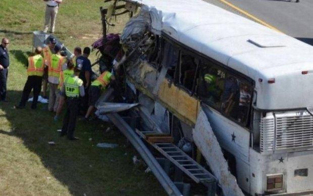 Обнародовано видео с места ДТП церковного автобуса в Техасе