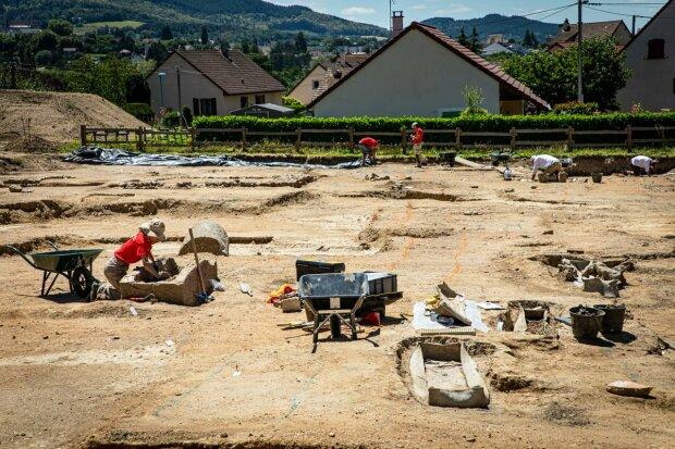 Герметичный свинцовый гроб возрастом в полтора тысячелетия - ученые нашли жуткую находку с неизвестным содержимым