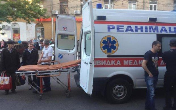 Урок пікапу від українця: хлопець знешкодив озброєних грабіжників заради коханої