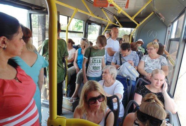 Харків'ян маринують у розпечених тролейбусах: пекельні муки