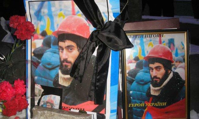 У Києві розтрощили пам'ятник Сергію Нігояну: герой Майдану під ногами вандалів, - кадри, від яких закипає кров