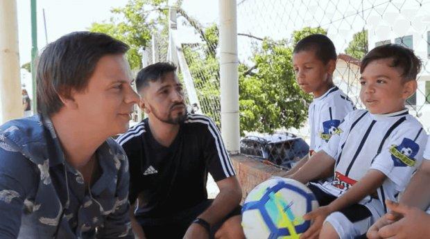 Пеле, Роналду, Месси отдыхают: Комаров показал наименьшую звезду футбола, видео мотивирует даже самого большого лентяя