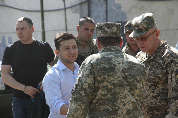 """Головне за ніч: скасування призову від Зеленського, кінець """"євробляхам"""" та арешт подруги Януковича"""