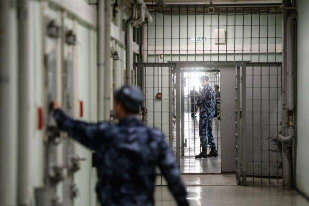 """Заключенные харьковской колонии раскрыли правду о пытках, Украина в ужасе: """"Обесчестили дубинкой"""""""