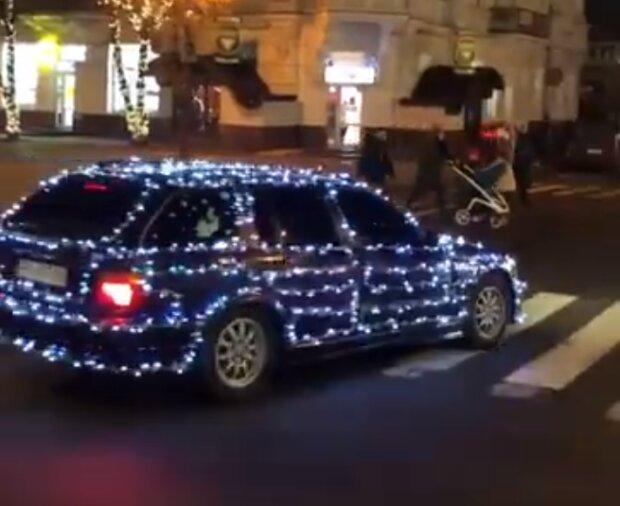 """В Хмельницком засекли самый праздничный автомобиль, Новый год продолжается: """"Как вам?"""""""