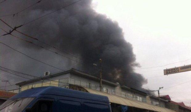 У Харкові загорівся ринок Барабашова (фото)