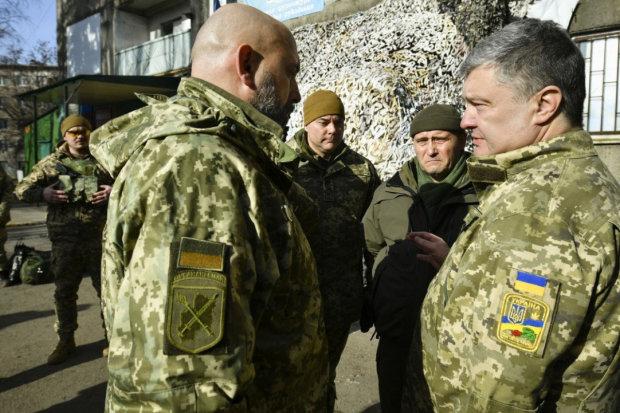"""""""Обманывает людей, а командование поддерживает эту ложь"""": украинские военные рассказали, что на самом деле думают о Порошенко"""