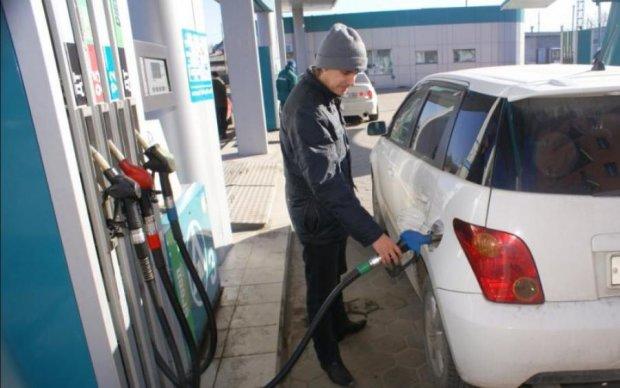 Опубликован рейтинг стран с самым дешевым бензином. Угадайте, где Украина