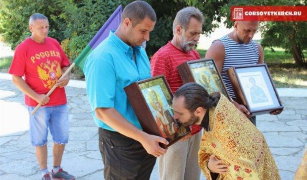 Російські десантники підвищують духовність кримчан іконами (фото)