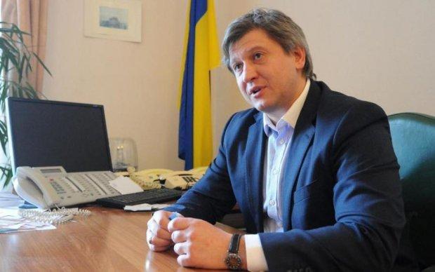 Министр финансов посетовал на потери от Petya.А