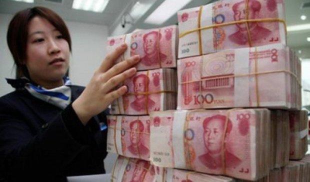 Китайський юань падає другий день поспіль