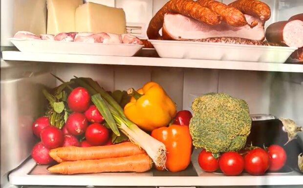 Продукты в холодильнике, скриншот: YouTube
