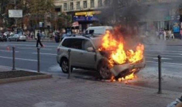 Авто американського посольства згоріло на Майдані (фото)
