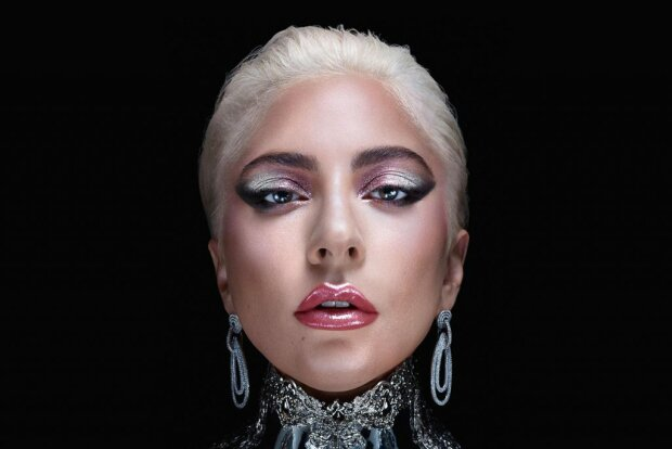 """Леди Гага упала со сцены на собственном концерте, фанаты не сдерживают слез: """"Она убилась"""""""