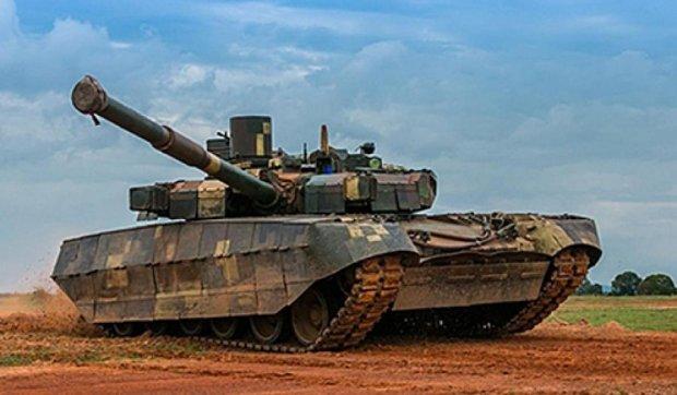 Украинский танк стал моделью в экзотической фотосессии (фото)