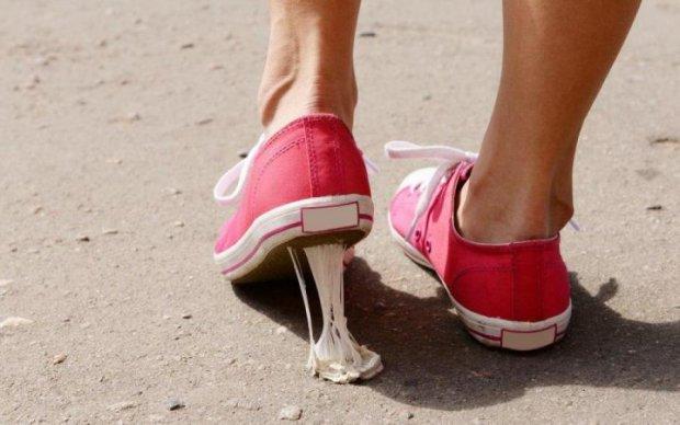 Старые жвачки превратили в стильные кроссовки