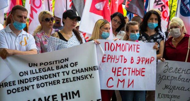 Журналисты закрытых медиа пришли на форум YES, чтобы рассказать о ситуации со свободой слова в Украине