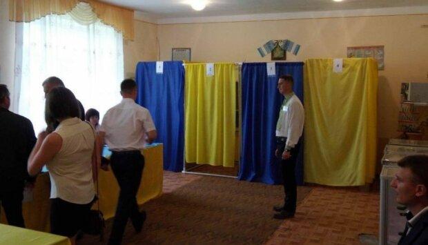 На выборах в Бердянске украинцам обещали айфоны - вместо гречки