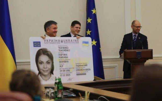 Займайте чергу: українцям розповіли, як отримати ID-паспорт