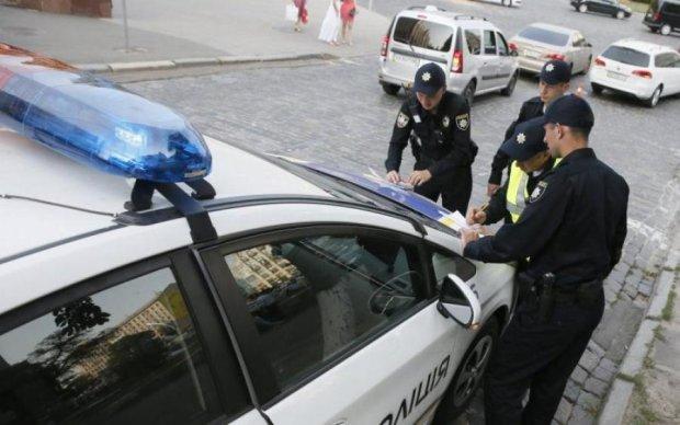 Форсаж по-киевски: самоуверенная автоледи спровоцировала глупое ДТП с переворотом