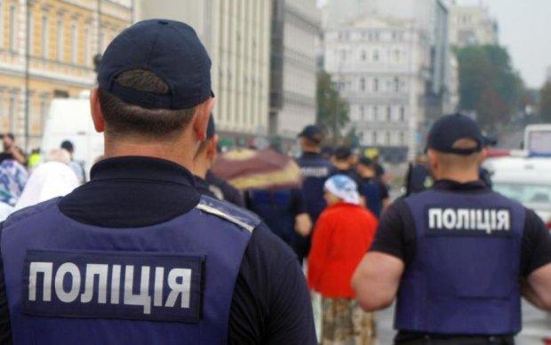 Пытался остановить: украинского полицейского жестоко изрезали