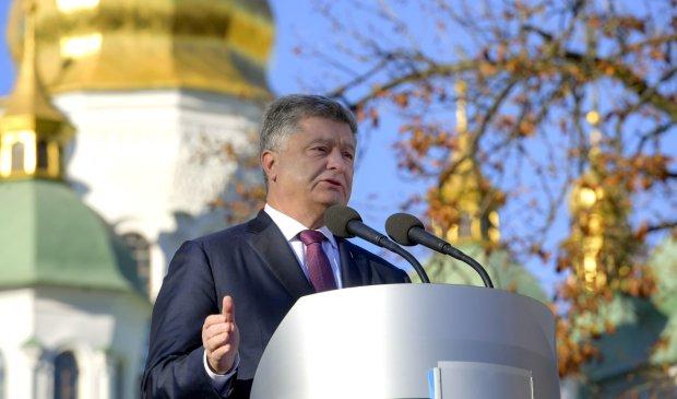 """""""Они яростно вцепились в маниакально клептократический режим"""": Романенко показал, кто голосует за Порошенко"""