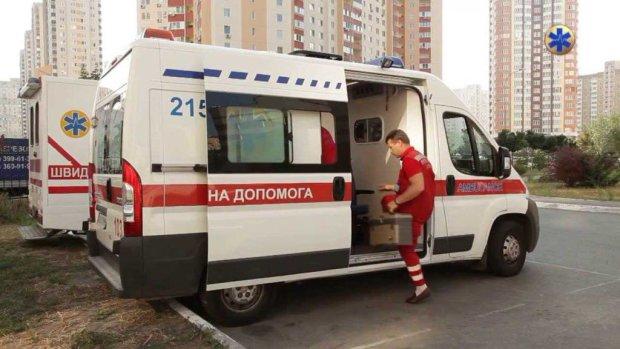 У київських школах розпилили небезпечну речовину, евакуйовані сотні дітей: що відбувається