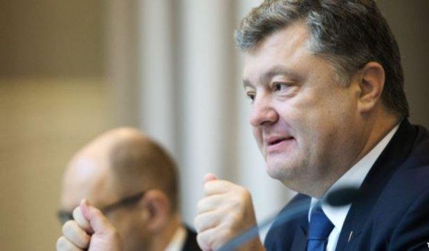 Потрібно посилити оборону на Донбасі - Порошенко