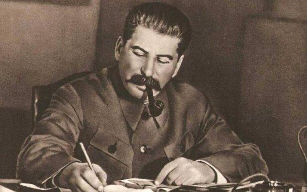 """Аскетизм диктатора: стало відомо, які """"багатства"""" Сталіна знайшли після його смерті"""