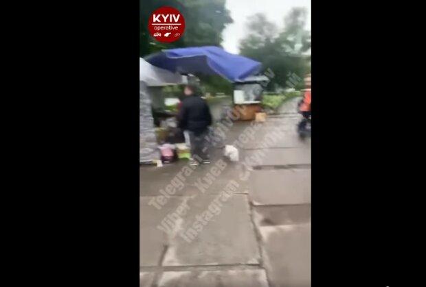 """У Києві хитрі торговці влаштували справжній Шанхай, ступити ніде: """"Це ще метро не побудували"""""""