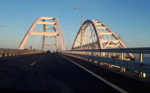 Вместо тысячи слов: в сети показали мост Путина в Крым в разгар сезона