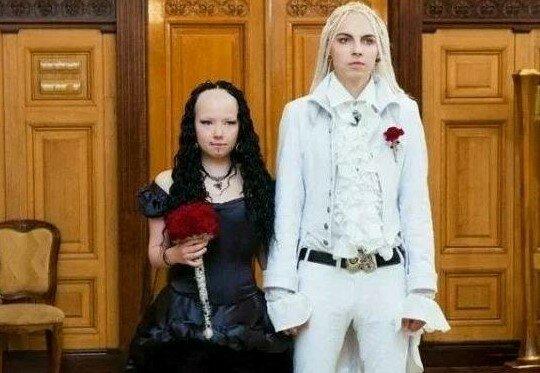 Жених с дредами и лысая невеста: как выглядит пара фриков через 10 лет после свадьбы