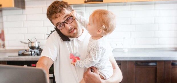 Зеленский отправил пап и бабушек в декрет: не мамой единой