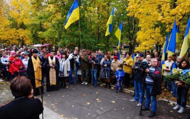 Вандалы разгромили памятник воинам АТО: фото