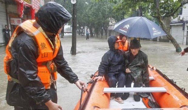 В Китае тайфун Чан-Хом затопил тысячи домов