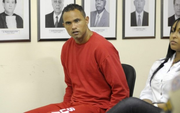 Бразильського воротаря-вбивцю повернули у в'язницю