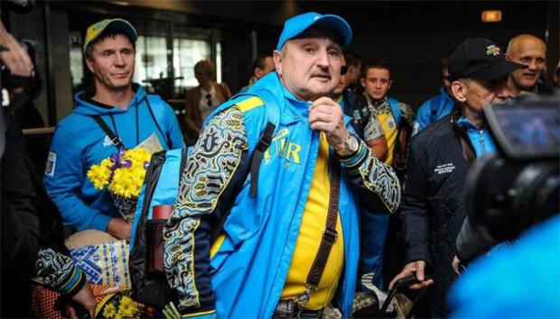 З'явилося відео, як у Львові бетонний стовп обрушився на екс-тренера Усика і Ломаченка