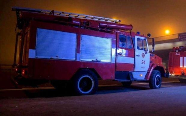 Пожарные, дым, паника: киевское метро парализовало ЧП