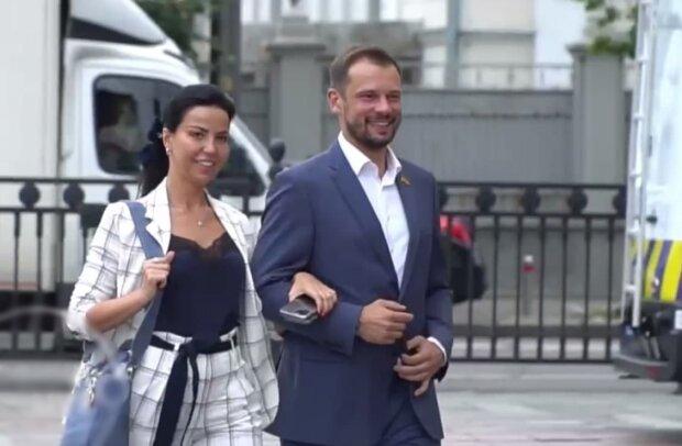 Оксана Дмитриева и Сергей Бабак, скриншот с видео