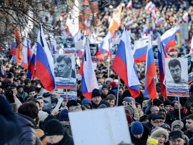 На марше памяти Бориса Немцова потребовали освободить Романа Сущенко