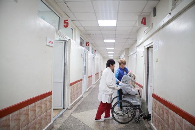 """Украинец рассказал, сколько отдал кровных за """"бесплатную медицину"""": на хлеб не осталось"""