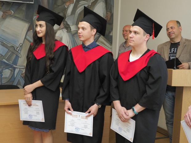 Харків'яни масово штурмують виші: скільки коштує омріяний диплом, - батьки, краще сядьте