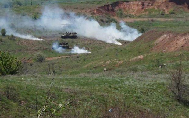 Украинские артиллеристы провели мощные учения под боком у боевиков