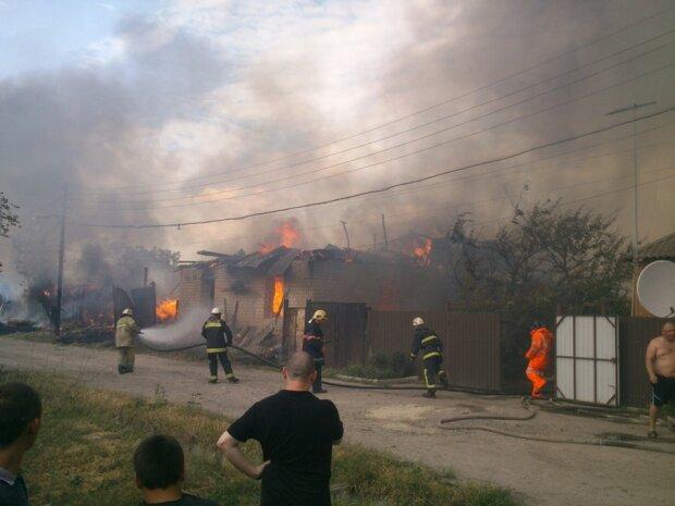 В Харькове вспыхнули склады, огонь пожирает гигантскую территорию: жуткие кадры ЧП