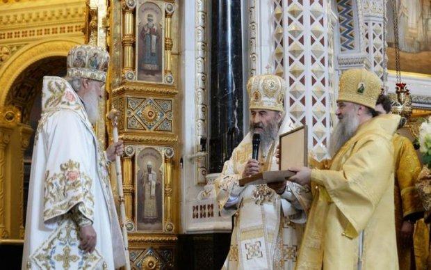Поехал на поклон: глава УПЦ засветился по правую руку от Кирилла