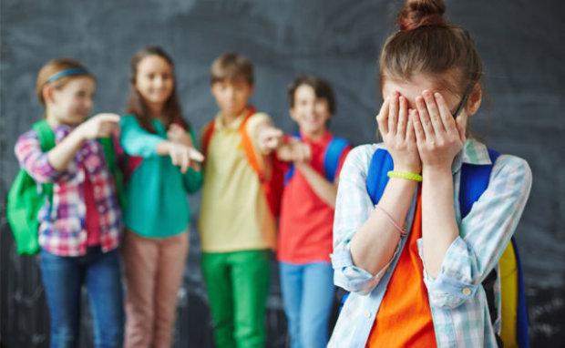 Знімали розпач і сльози на телефон: злощасний торт у харківській школі остаточно довів бідну дитину