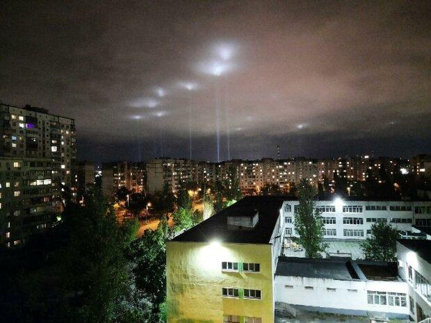 """""""Если нас не слышат, нас увидят"""", - киевляне пронзили небо тысячами лучей света"""