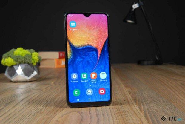 Samsung представила бюджетник Galaxy A10s: по кишені кожному
