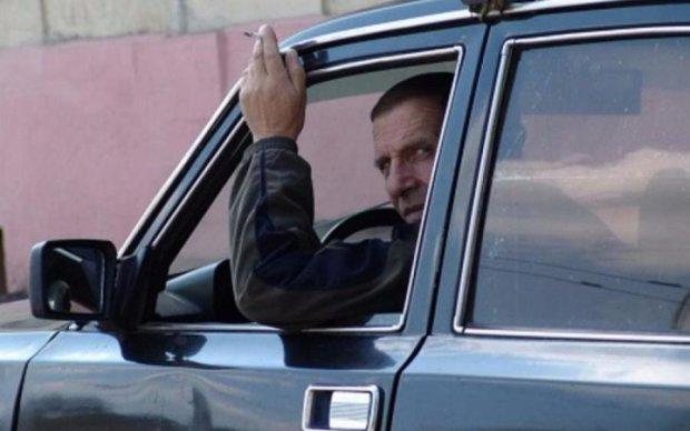 Будьте обережні! Неадекватний таксист калічить пасажирів